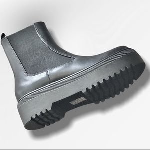 Soda Reeve Black Platfrom Chelsea Elastic Lug Boot